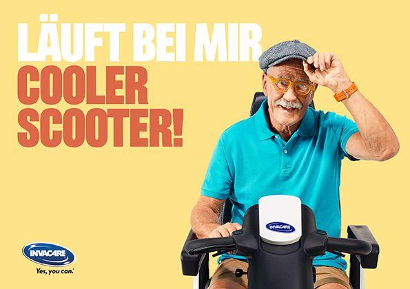 """Elektromobile für Senioren sind in der Regel straßen- und alltagstauglich und können ohne Führerschein gefahren werden. Die Fahrzeuge sind besonders leise und kompakt.  """"Getankt"""" werden die Scooter via der mitgelieferten Ladegeräte mit Strom aus der Steckdose."""