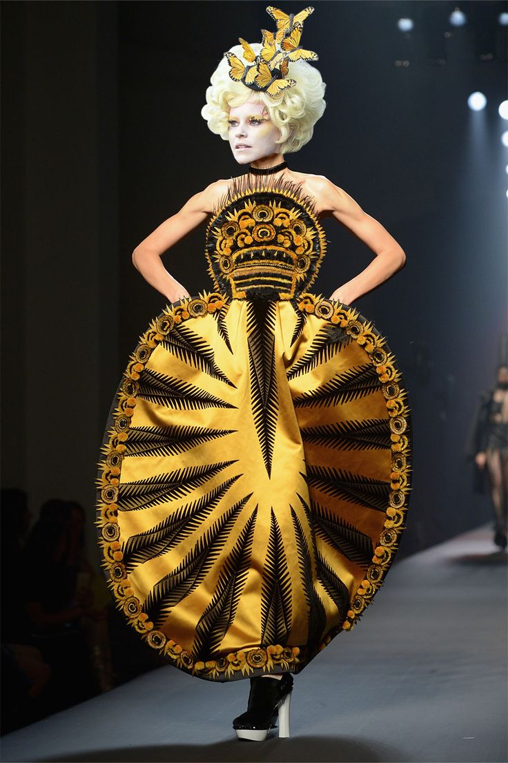 25 Couture Runway Looks That Were Basically Made for 'The Hunger Games''' Effie Trinket - ELLE.com