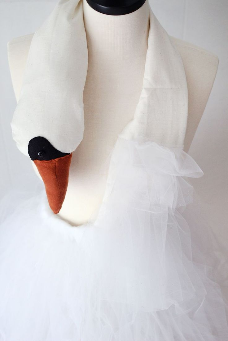 Beautiful Swan Dress - step by step tutorial - Bildanleitung - make it smaller for your Little Girls, would for sure look too cute for a toddler or even a baby