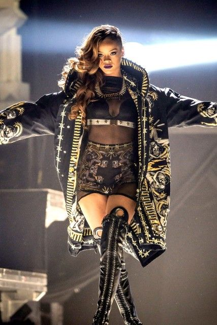 Rihanna Diamonds Tour  obsessed, obsessed, obsessed i am OBSESSED!!!
