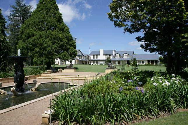 Rona Lodge from the front garden: RONA LODGE your 5 star country estate in Bowral