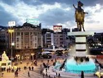 Skopje: és la capital i la ciutat més gran de la República de Macedònia. Té 506.926 habitants, que equival a més d'una quarta part de la població total del país. Skopje es troba a 42° 0′ N 21° 26′ E i es localitza en la part més alta del riu Vardar.