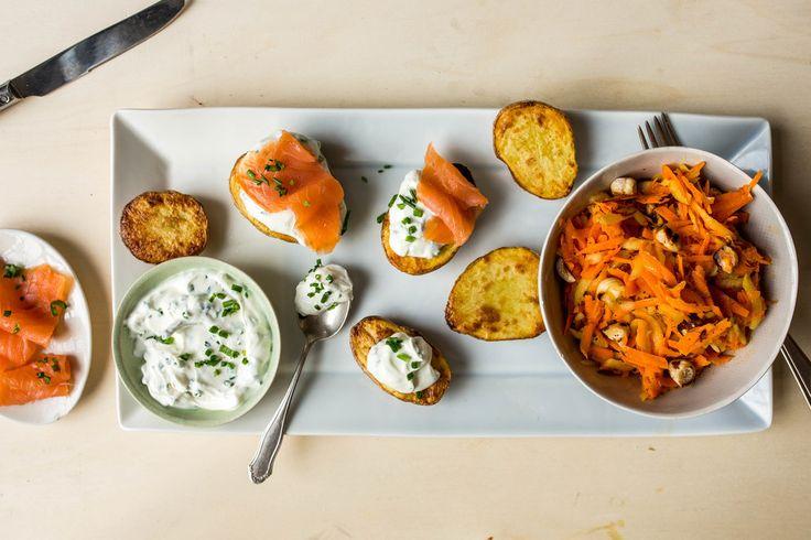 Gerookte zalm met ovenaardappeltjes en wortelsla | Marley Spoon