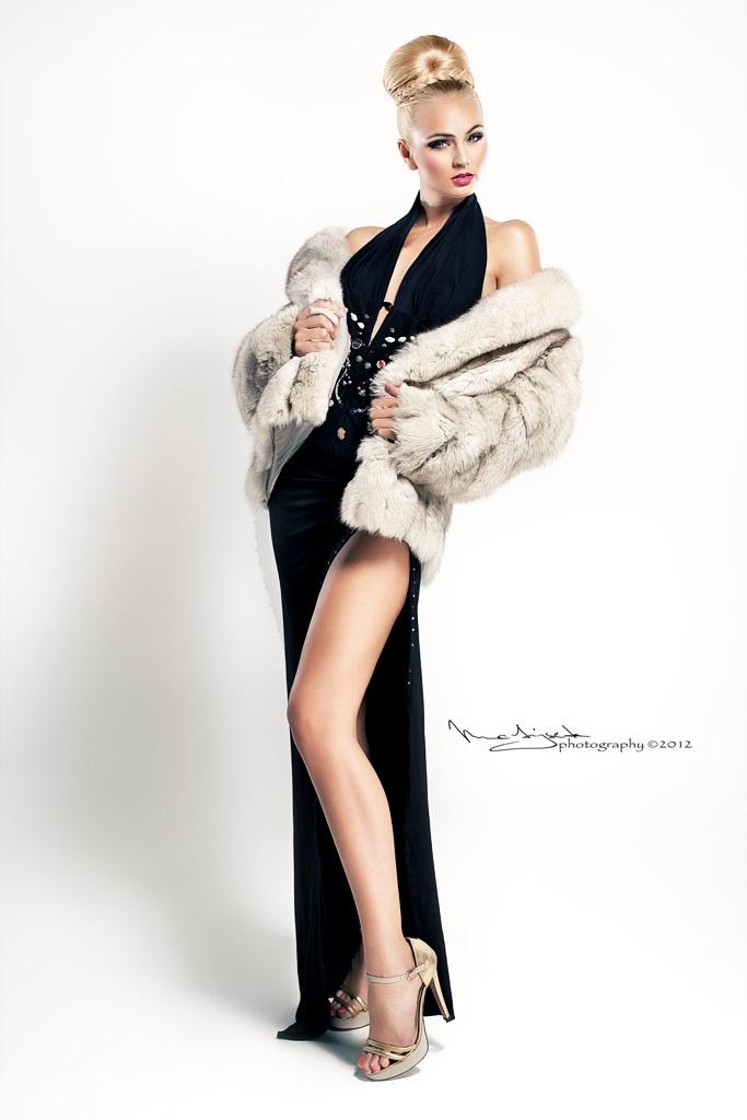 Fotograf: Jiří Matýsek  Dress: JKate - Kateřina Ivanová (módní návrhářka, stylistka)  Modelka : Tereza Fajksová