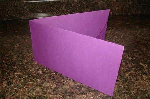 Use folders to create holders for index cards how to. from 37 Insanely Smart School Teacher Hacks