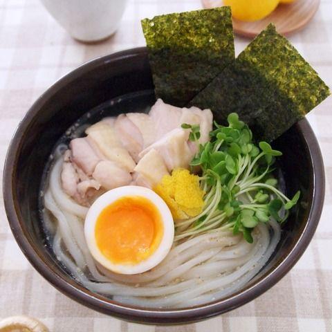 つるっとした「稲庭風うどん」ののど越しが、 ラーメン風の白湯スープにベストマッチ。 受験のゲン担ぎには「努力がみのり(海苔)ますように。」と願いをこめて、海苔をトッピング。 お好みでゆずを軽く絞ってお召し上がりください。 ■鶏白湯うどん http://www.tablemark.co.jp/recipe/udon/detail/0373.html ■テーブルマーク「うどんレシピ」 http://www.tablemark.co.jp/recipe/udon/