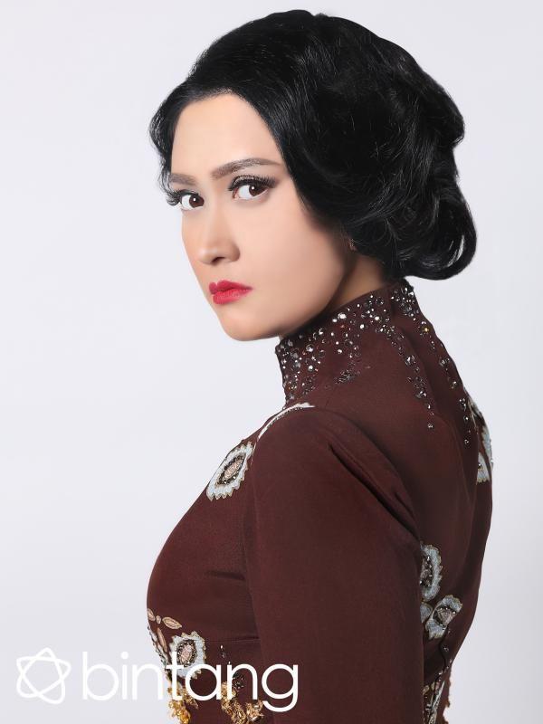 #Bintang3Gnerasi #1TahunBintang #EKSKLUSIF   Semua hal di dunia ini ada masanya, demikian pula karir di dunia hiburan sebagai artis. Keyakinan ini dicamkan betul oleh artis multi talenta, Nafa Urbach. Ia sadar sekali, tak selamanya ia akan bertahan di dunia seni. Sebelum kariernya benar-benar redup Nafa sudah merambah dunia bisnis.  #NafaUrbach #Selebritis #Bintang #Indonesia