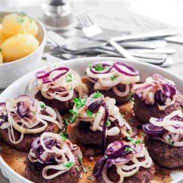 Pluras pannbiff med stekt lök och kokt potatis