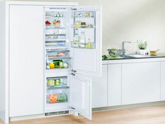 Los frigoríficos integrables son muy adecuados en cocinas minimalistas y en diseños donde el color sea el protagonista único sin que ningún otro color o material se interponga.