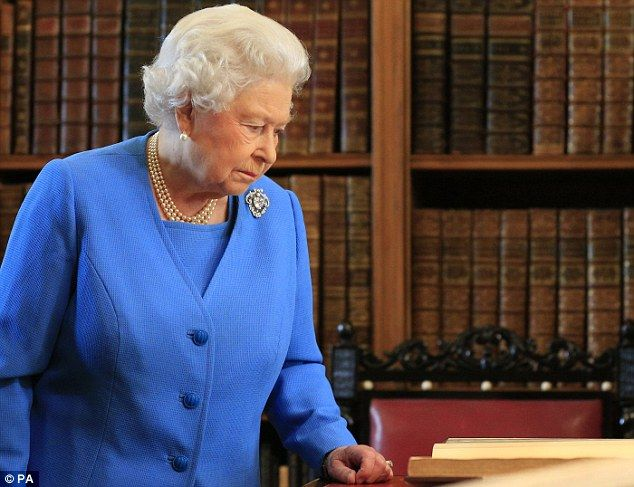 Queen Elizabeth II (1.4.2015) attends the launch of the George III Project at an event held in the Ro...