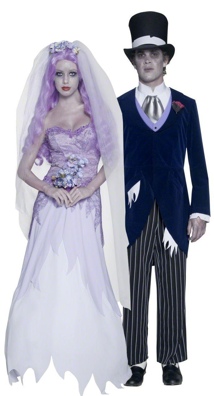 Costume coppia di sposi gotici Halloween: Costume da sposa gotica Halloween Questo travestimento da sposa di Halloween è composto da un vestito senza spalline lungo fino ai piedi, ornato da pizzo e perle, un lungo velo,...