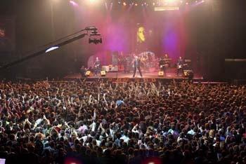 """Aquel concierto de Loquillo y los Trogloditas.  Aquel 5 de noviembre de 2005, con un BEC (Barakaldo) a reventar... Todos fuimos aquella noche """"Hermanos de sangre"""".    http://blogs.diariovasco.com/12-pulgadas/2013/01/07/aquel-concierto-de-loquillo-y-los-trogloditas/"""