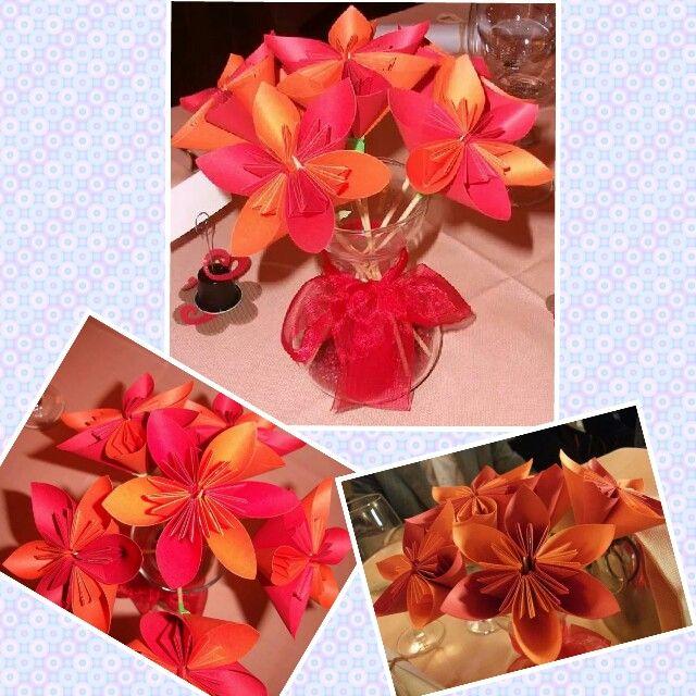 Dettagli dei fiori origami realizzati come centrotavola per la Cresima di mio figlio