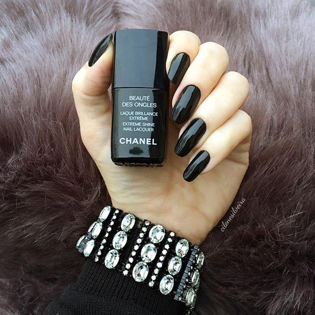 Shorter and rounder nails! Yes or no! #unhasdasemana Unhas mais curtas e arredondadas!