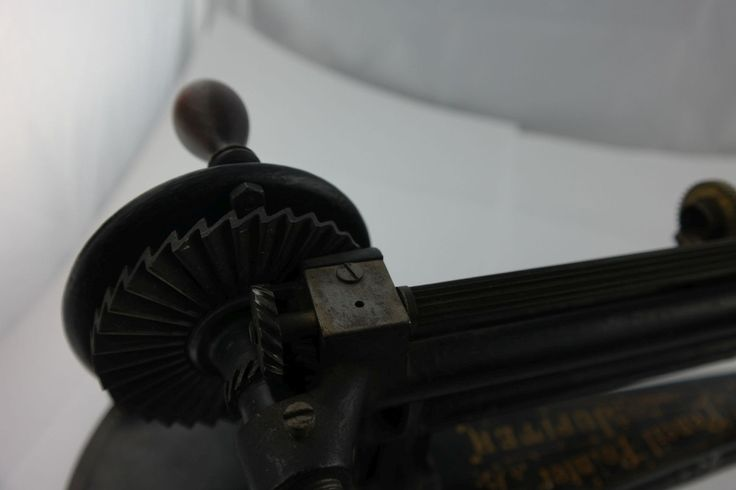 Seltene Ur-Jupiter Bleistiftspitzer von Guhl Harbeck pencil sharpener pointer