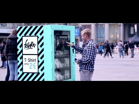 This Vending Machine Sold T-Shirts For Only 2 Euros, But Nobody Wanted To Buy Them | Bored Panda