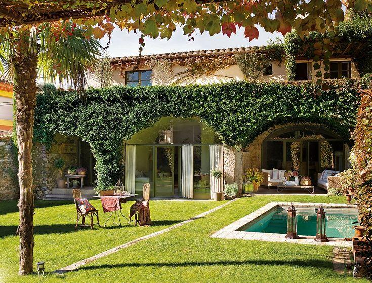 Una casona del siglo xviii restaurada for Casas rusticas con jardin