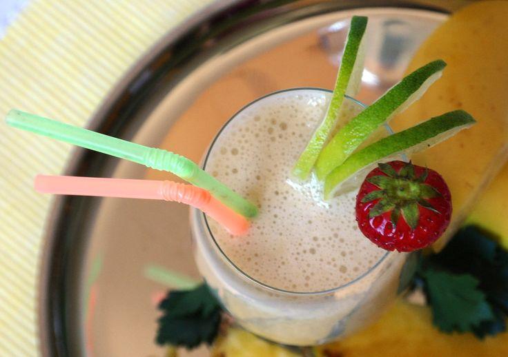 Banánovo a mangové smoothie s proteinem