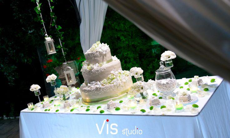 #wedding #weddingcake #allestimentotorta #latorta #torta #tenutalucagiovanni #maglio #maglie #salento #matrimonisalento #matrimonioinsalento #confetti
