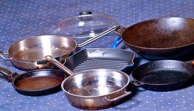 Отличный способ очистить противни или сковородки от нагара | TutVse.Info