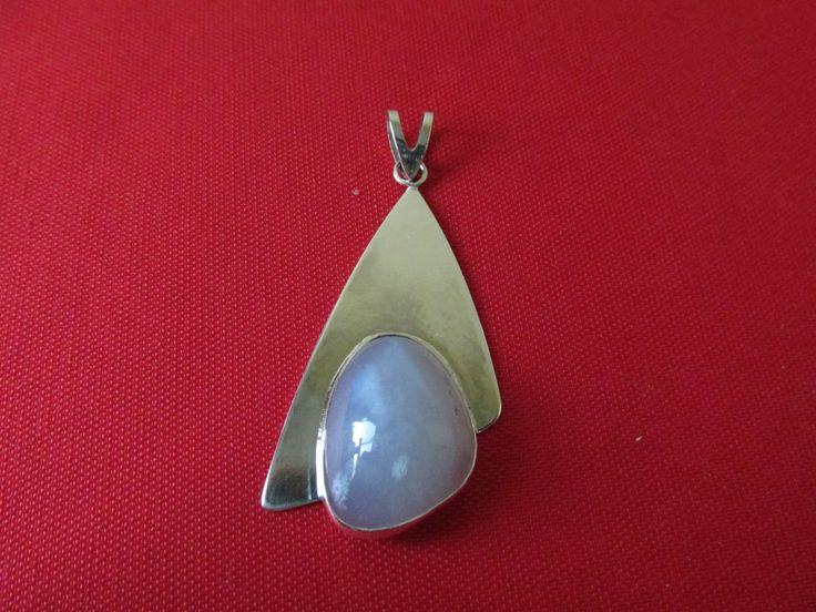 Gümüş kolye ucu - Silver pendant;         Altınova mavi kalsedon taşlı - Altınova blue chalcedony stone.