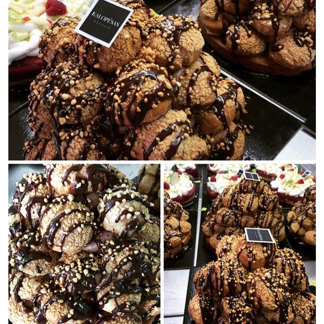 Profiterol με τραγανά σουδάκια με κρέμα βανίλιας και σάλτσα σοκολάτας! #kalopesas #chocolate #christmas2014 #photooftheday #nicosia #cyprus