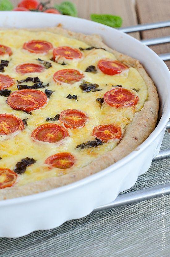 slaný koláč s mozzarellou a rajčaty