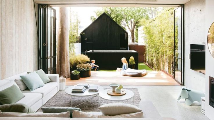 tour an inner-city terrace that's an architect's dream. Photography by Chris Warnes. Styling by Stephanie Powell. From the September 2017 issue of Inside Out Magazine. Available from newsagents, Zinio, https://au.zinio.com/magazine/Inside-Out-/pr-500646627/cat-cat1680012#/  and Nook.