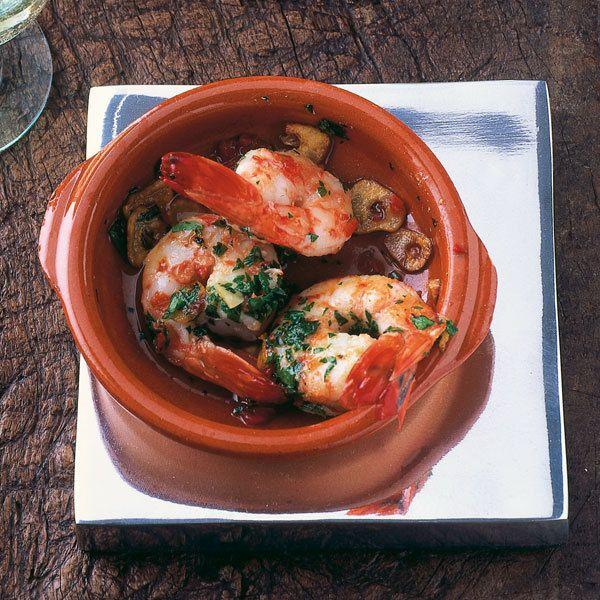 Cazuelitas zaubern echtes spanisches Flair auf den Tisch - wer keine besitzt, kann das Gericht natürlich auch in anderen feuerfesten Formen zubereiten...