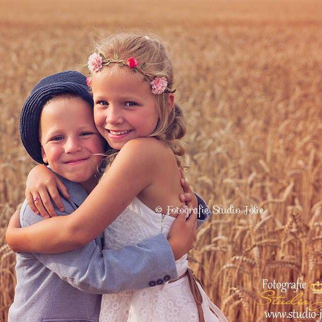 #kinderfoto #zus #broer #buiten #korenvelden #foto #idee #kinderfotografie #zomer #gezin #fotografie