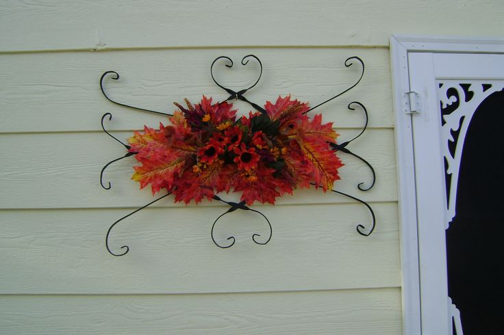 vintage screen door protector repurposed for Fall decor. facebook.com/Redosrepurpose