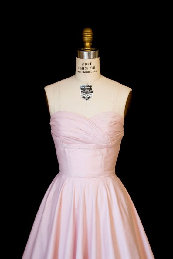 1950 年代のドレス//バレリーナ ピンク ストラッ プレス棚バスト フルスカート ドレス by GarbOhVintage