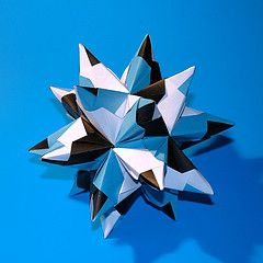 Bascetta Star  (30 squares of paper) https://www.youtube.com/watch?v=R1XTt73diyY