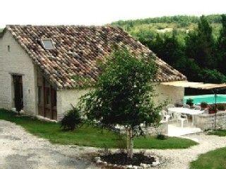 Cezac, Gîte de vacances avec 3 chambres pour 6 personnes. Réservez la location 604330 avec Abritel. Gîte de caractère en pierres blanches du Quercy, piscine chauffée.