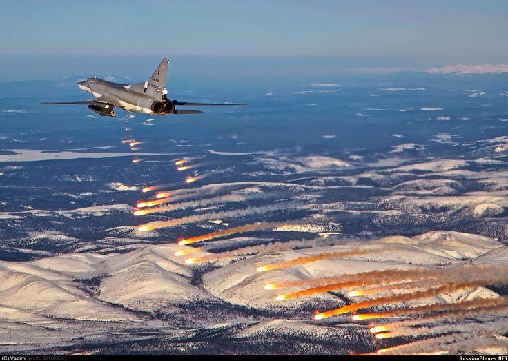 6 #Russian TU-22M3 long-range bombers devastated #ISIS around Al-Sakhnah & Arak villages E #Palmyra in E