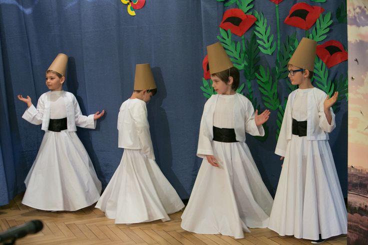 Współpracę z przedszkolami europejskimi rozpoczęliśmy poprzez udział w programie eTwinning. Rozwijając swoje doświadczenie w pracy metodą projektu, postanowiliśmy zmierzyć się z realizacją wielostronnego projektu szkół w programie Comenius. Koordynatorem projektu Little Europeans Know Each Other jest przedszkole w tureckim mieście Elazig.