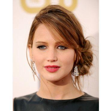 Le chignon flou sur le côté de Jennifer Lawrence