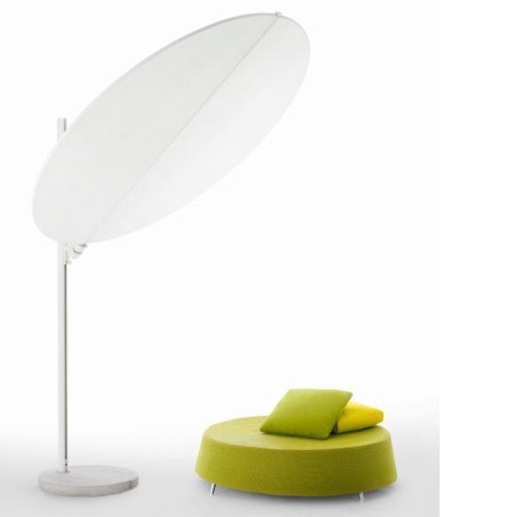 OMBRA Design terraszonwering van het Italiaanse exclusieve outdoor merk Paola Lenti. Ala is een fraai vormgegeven terraszonwering, licht en dynamisch, welke bescherming biedt tegen zon en regen. De structuur is gemaakt van poeder gelakt staal behandeld te -