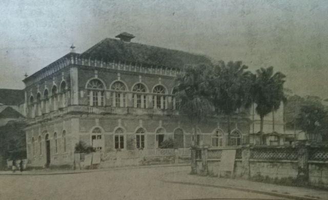 A sede social do Clube Joinville, onde ocorriam os bailes em 1950, na esquina da rua Padre Carlos com a do Príncipe