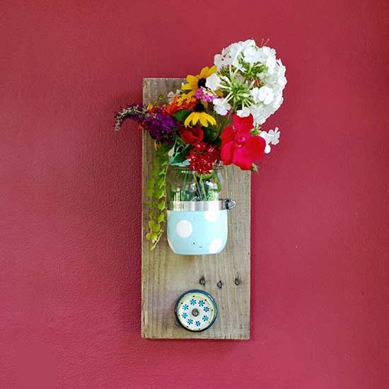 Upcycle reclaimed treasures into this DIY Mason Jar Reclaimed Wood Wall Hanging.
