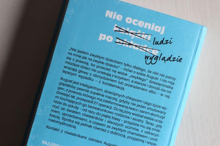 """Tylna okładka polskiej wersji """"Wonder"""", czyli """"Cud chłopaka""""."""