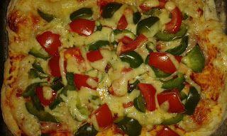 Camilla w kuchni: Pizza paprykowa z mixem serów