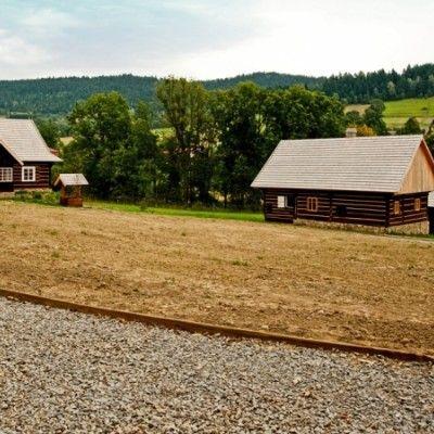 Krajobraz jest wartością kulturową. Jego pielęgnacja i dbałość o regionalną tożsamość jest bardzo ważna. Ciekawym przykładem realizującym te idee jest otwarty w 2012 roku Park Etnograficzny Ziemi Żywieckiej w Ślemieniu. http://www.sztuka-krajobrazu.pl/486/slajdy/architektura-krajobrazu-ndash-park-etnograficzny