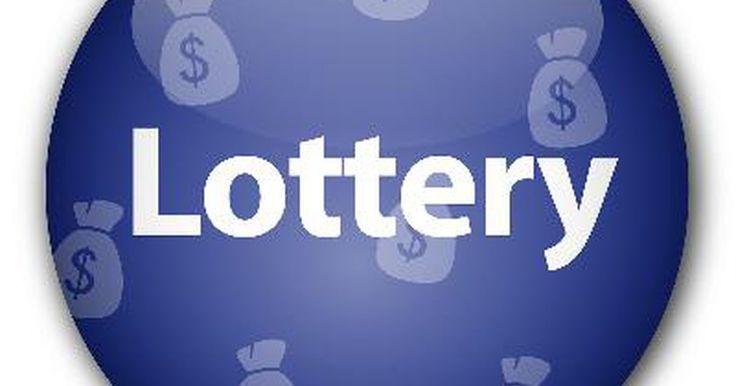 Cómo se determinan los impuestos sobre un premio de la lotería. Cuando alguien gana la lotería, el número gigantesco exhibido como el gran premio nunca será el monto real recibido por el ganador. Los premios de la Lotería están sujetos al impuesto sobre la renta federal, y teniendo en cuenta el tamaño de la mayoría de los premios de la lotería, el impuesto federal por lo general es llevado al máximo nivel, con ...