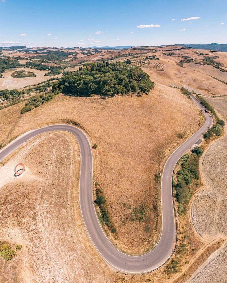 ☀️☀️🌳🌳 prospettiva Impossibile in #toscana 🌳🌳☀️☀️  ▪️  panoramica con drone @igers_toscana  ▪️  🇮🇹la strada che porta alle bellezze d'Italia 🇮🇹  ▪️  📷Drone vertical panorama photography 📷  #dronephotography #droneoftheday #dronestagram #dronesdaily #dronefly #dronegear #drone #mavic #dji #quadcopter #djiphantom3 #panorama #dronelife #dronebois #aerialphotography #phantom3 #phantom2 #phantom4 #droneporn #djiglobal #djiphantom #fromwhereidrone #igerstoscana #loves_united_toscana…
