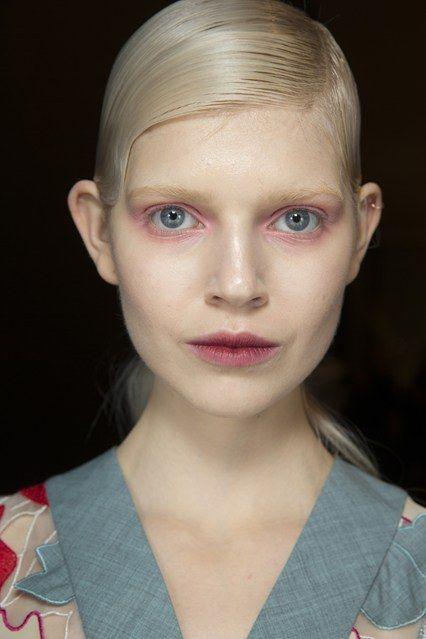Beauty Boom: Delineador e sombra Neon é umas das tendências de maquiagem para o Inverno 2014! #maquiagem #delineador #neon #cor #trends #beleza #inverno #fall #desfile #JonathanSaunders
