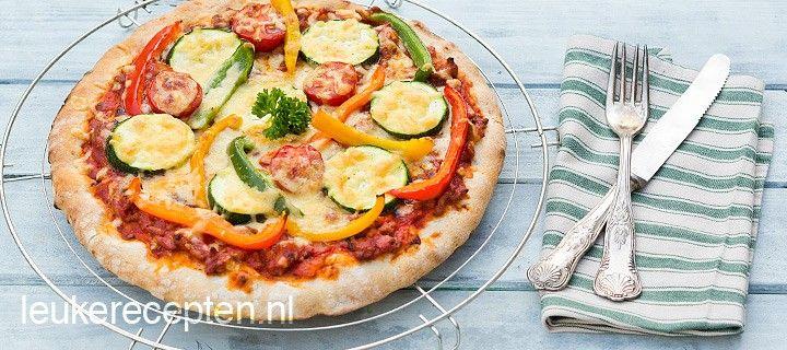 Makkelijk en snel een lekkere pizza op tafel met pittig gehakt en verse groenten