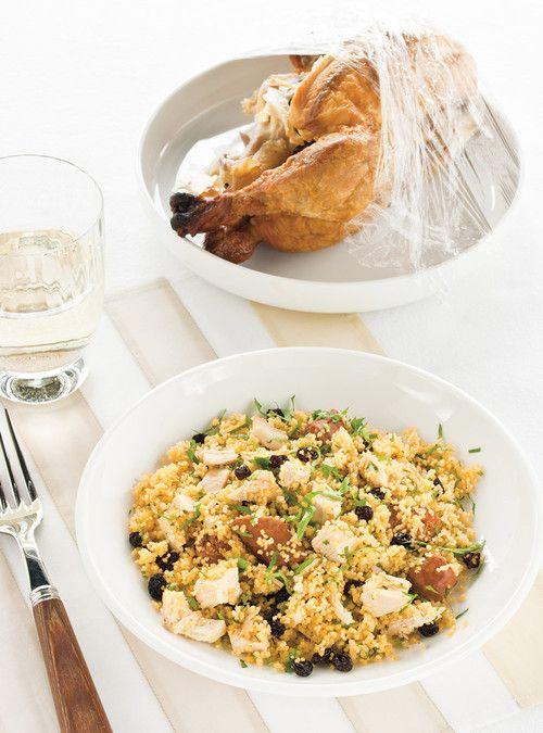Couscous poulet-merguez à la coriandre Recettes | Ricardo Miam! Facile et délicieux; compléter avec des épices à couscous et de l'oignon, un verre de rouge et de la musique berbère, voilà! Au goût, remplacer les raisins secs par des pruneaux.