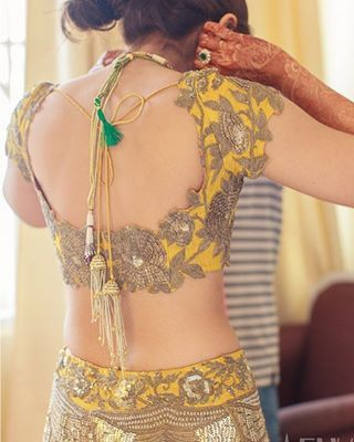 Beautiful hand-embroidered Bridal Blouse | Blouse Design....Design by Anamika Khanna #bigindianwedding #indianwedding #anamikakhanna #bridallook #blousedesign #bridalblouse #indianbride #indianfashion