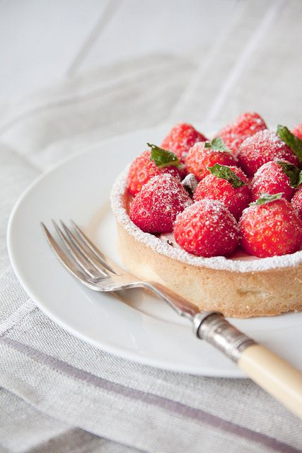 summer strawberry tarts